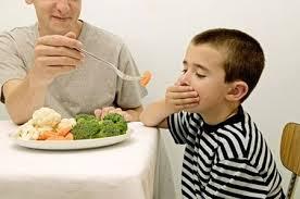 Những sai lầm các mẹ thường mắc khi cho con ăn
