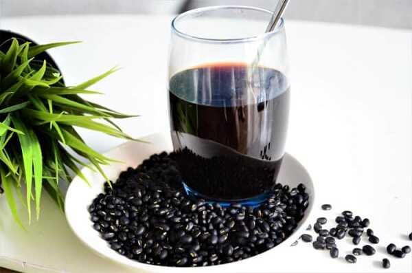 Những tác dụng tuyệt vời của nước đậu đen bạn cần biết
